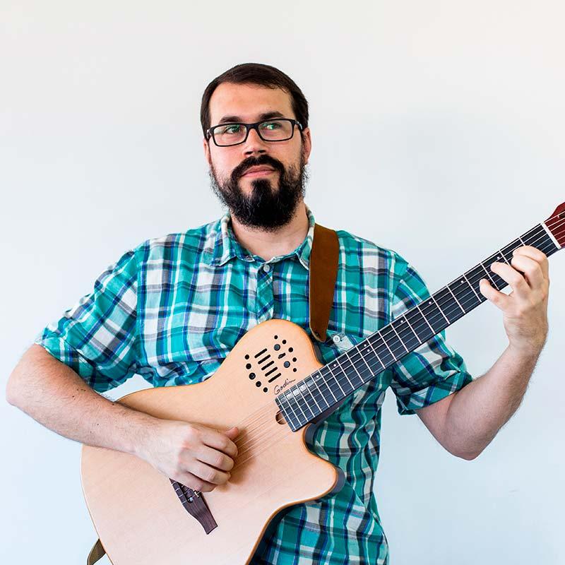 Víctor - Transcriptores de música profesionales